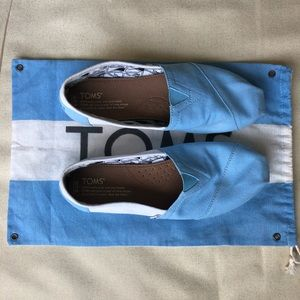 Tom's Women's Canvas Slip Ons and Shoe Bag!